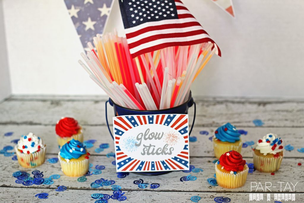 free printable July 4th firework signs.
